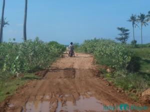 Weg zu einem Klein Strand östlich von Kuta